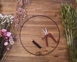 Création de couronne de fleurs séchées sur commande - JULALIE